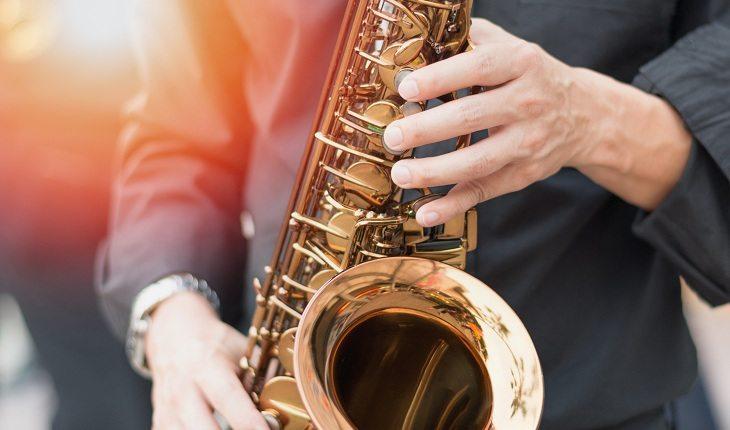 Sonhar com saxofone